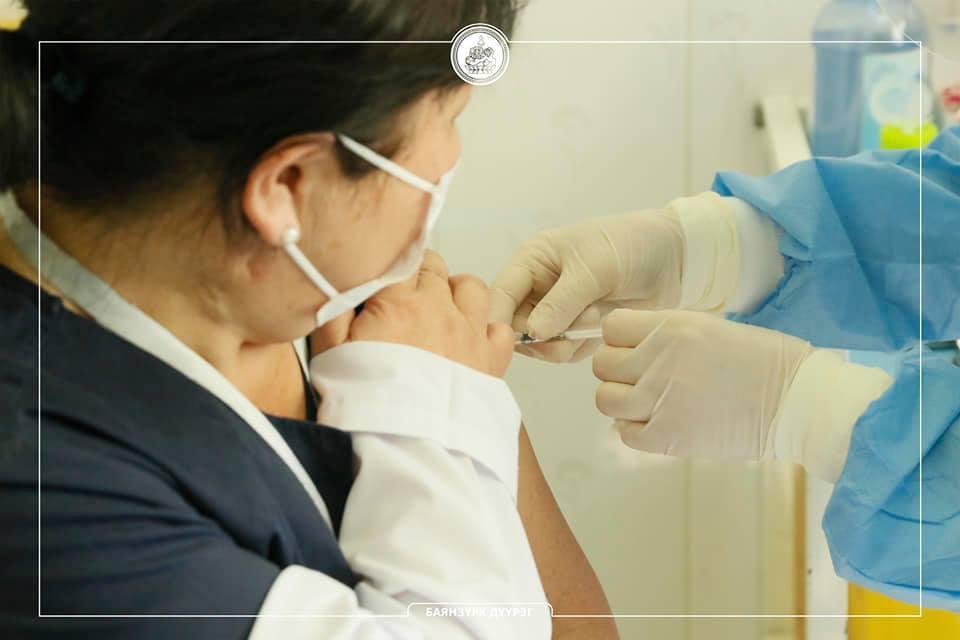 Баянзүрх дүүргийн эмч, мэргэжилтнүүд вакцинжуулалтад хамрагджээ