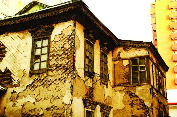 Д.Цэнд-Аюуш: Түүхийн дурсгалт барилгууд балгас болж байна