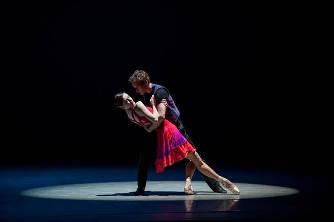 Э.Эрдэнэжаргал: Бүжиг бол мэдрэмж, хүн бүжиглэж байхдаа тэр мэдрэмжийг авдаг