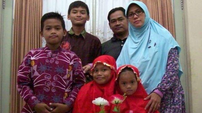 Исламын улсын заавраар хүүхдүүдийнхээ хамтаар амиа золиосложээ