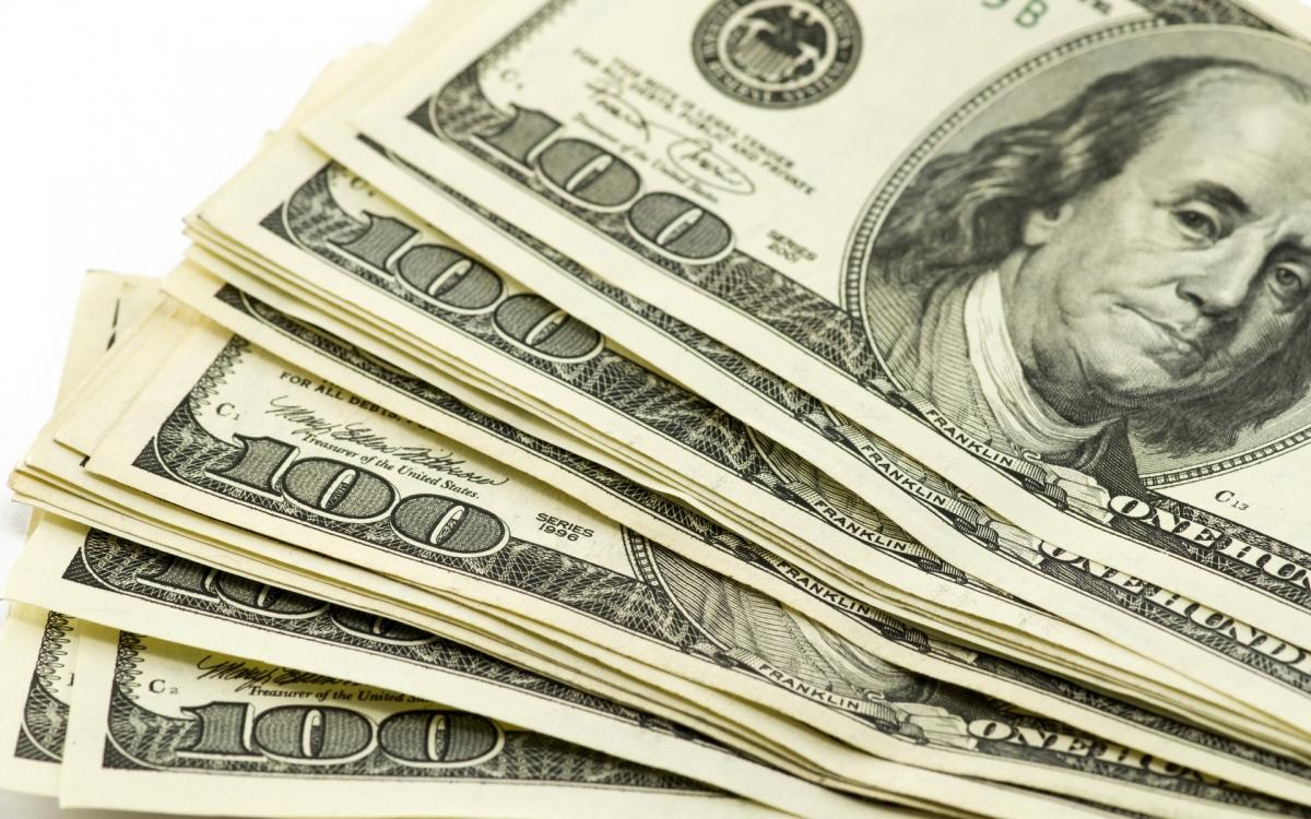 Доллар 2025 төгрөгтэй тэнцэв