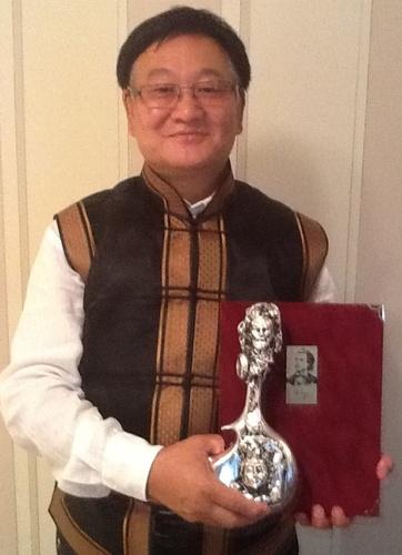 Ерөнхийлөгч өө, Монголоос дэлхийн шилдэг найрагч төрчихлөө