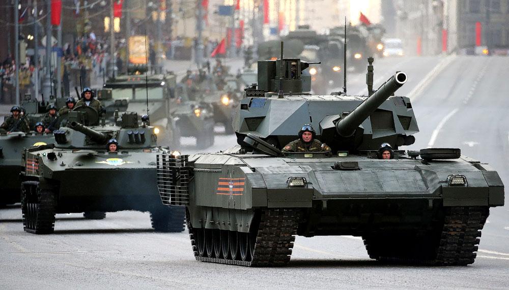 Ялалтын парадад оролцох танкийн цуваа Москва орчимд цугларчээ