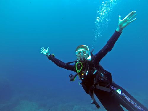 Египтийн 14 настай охин усан доор 55 цаг байж дэлхийн шинэ дээд амжилт тогтоожээ