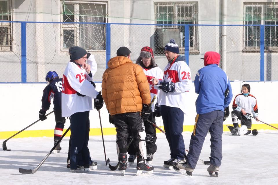 Канадын хоккейн дасгалжуулагч нар Монголд сургалт явуулж байна