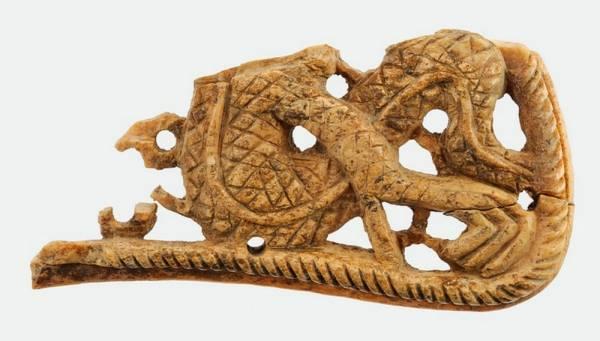 Бат хааны Укек хотын тууриас олдсон эдлэлүүд