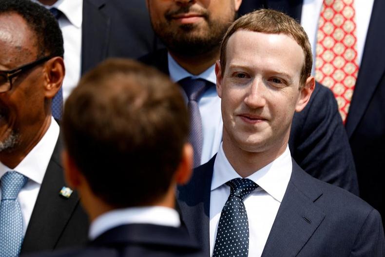Марк Зукербергийг хөрөнгө оруулагчид нь суудлаас нь огцруулахаар шийдлээ