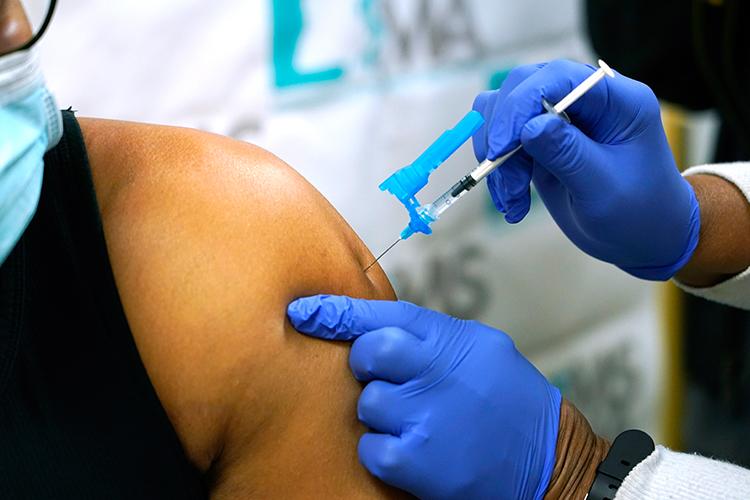 Алдарт жүжигчин Чоу Юнь-Фат сард 100 доллараар амь зуудаг