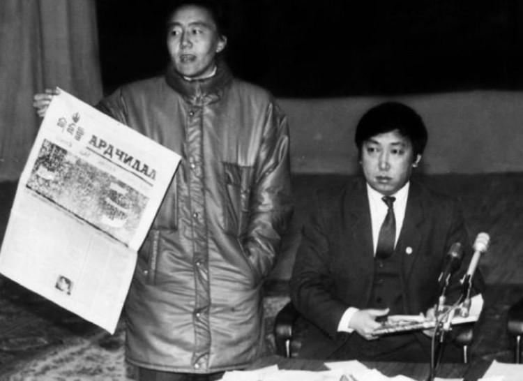 Хэн өнөөгийн Монголын унал сөнөлд буруутай вэ? Ардчиллыг зүхэгчид бүхэнд буруутай