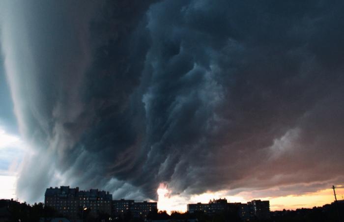 Москвад аадар, хар шуурга болж хүний амь эрсдэв
