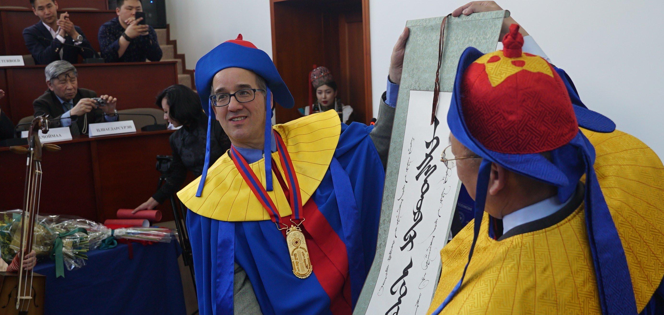 Монгол судлаач Кристофер Эдвуд МУИС-ийн хүндэт доктор болов