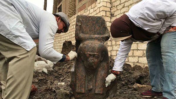 Археологичид II Рамзесын хөшөөний хэсгийг олжээ