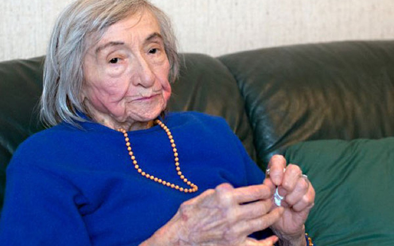 Адольф Гитлерийн хоолыг амталж, өөр дээрээ туршдаг байсан эмэгтэйн гунигт дурсамж