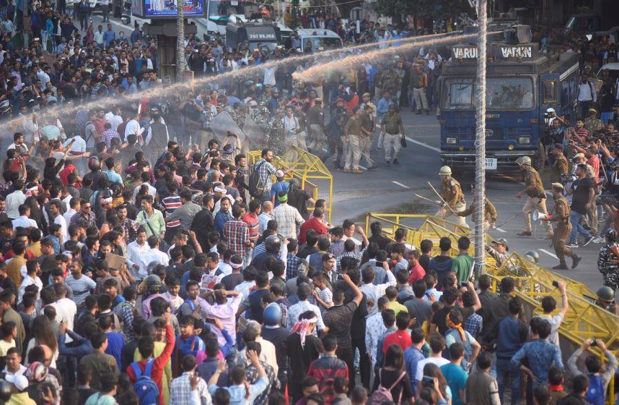 Энэтхэг иргэншил олгох шинэ хуулийн төслийг баталжээ