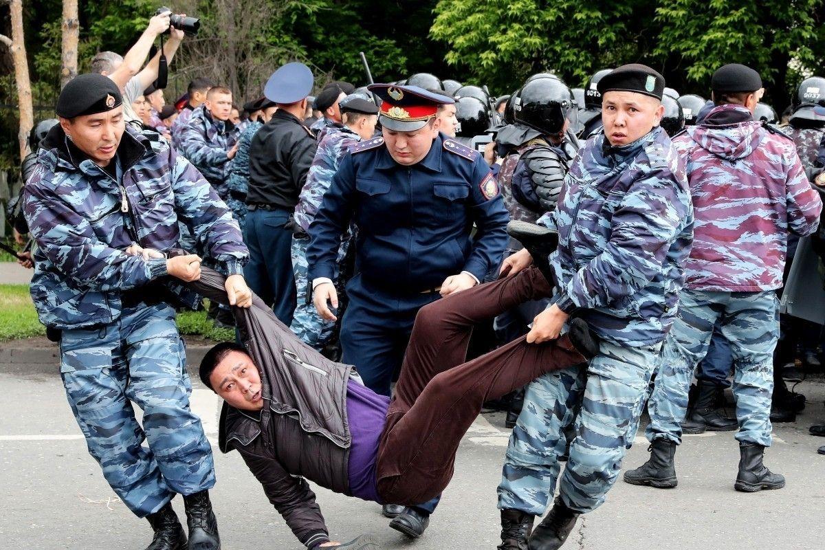 Казахстаны ерөнхийлөгчийн сонгуульд Назарбаевын залгамжлагч ялж, олон зуун тэмцэгч баривчлагдав
