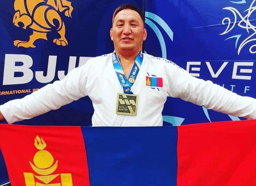 О.Баярхүү Жюү-жицүгийн ДАШТ-ээс хүрэл медаль хүртлээ