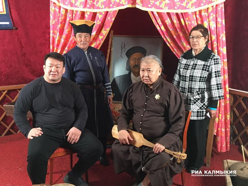 """""""Монгол тулгатны 100 эрхэм""""-д Халимагийн туульч О.Цагаанзам оролцож байна"""
