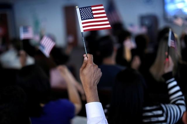 Дональд Трамп орлогын чадамжгүй хүмүүст виз олгохгүй байх журам баталжээ