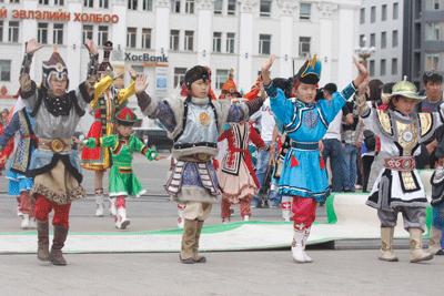 Дэлхийд ганцхан Дээлтэй Монгол наадам /фото/