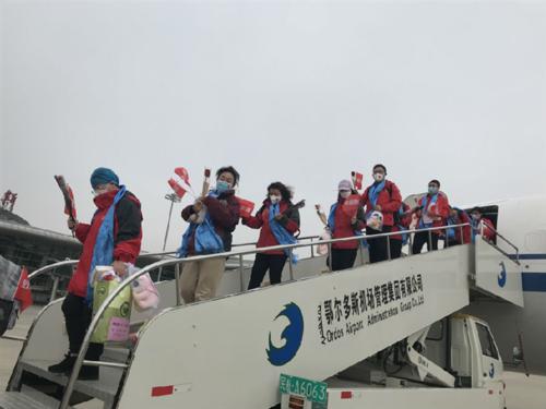 Хубэй мужид тусалсан Өвөр Монголын сүүлийн ээлжийн эмч, сувилагчид бүгдээрээ буцаж ирлээ