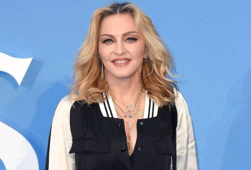 Дуучин Мадонна коронавирусийн халдвар авч эдгэснээ өөрөө ч мэдээгүй байна