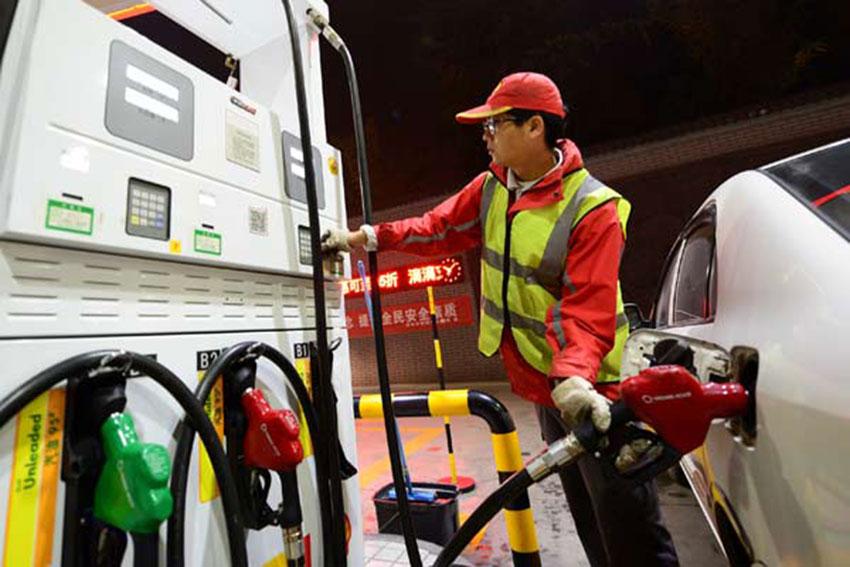 Хятад улс бензиний үнийг бууруулав