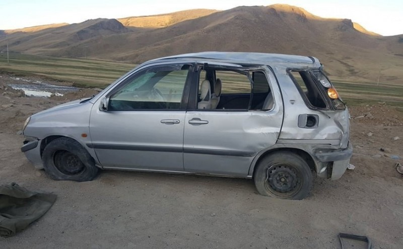 Автомашин онхолдож зургаан хүн газар дээрээ амь насаа алджээ