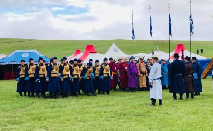 Цагдаагийн алба хаагчид монгол дээлээр жигдэрчээ