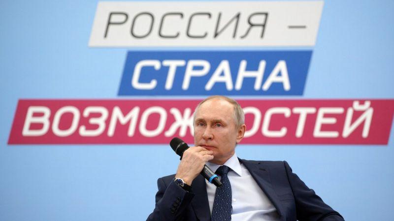 Путин 2036 он хүртэл албан тушаалаа хаших боломж олгосон хуульд гарын үсэг зурав