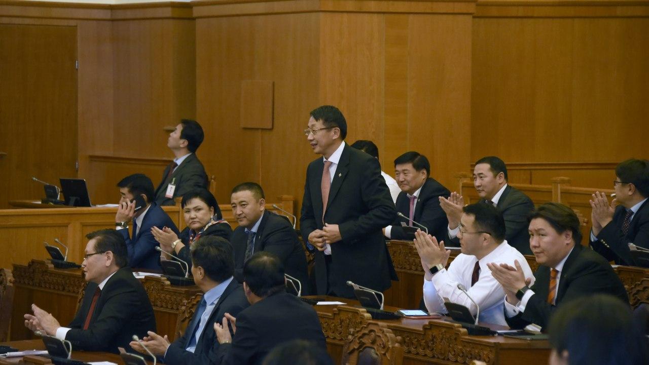 Монгол Улсын Их Хурлын дэд даргаар Л.Энх-Амгаланг сонголоо