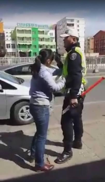Цагдаагийн хантаазыг урсан эмэгтэйг 14 хоног баривчлахаар болжээ