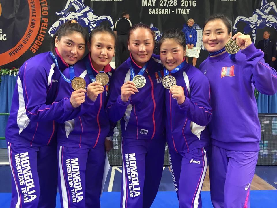 Чөлөөтийн охид таван медальтай