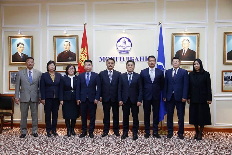 """Монголбанк """"Тинк банк"""" хөтөлбөрийн хүрээнд МУИС-тай хамтын ажиллагааны гэрээ байгуулав"""