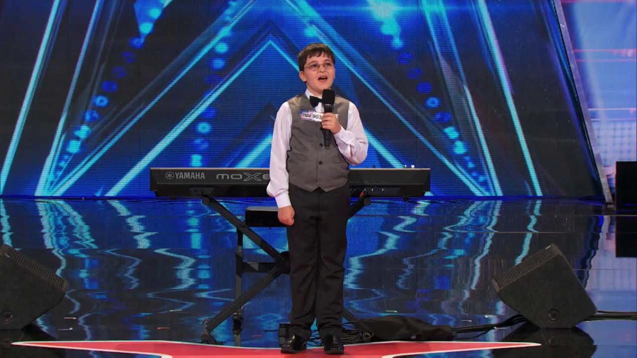 """""""Америкийн шүтээн"""" нэвтрүүлгийн есөн настай гайхалтай авьяаслаг оролцогч"""