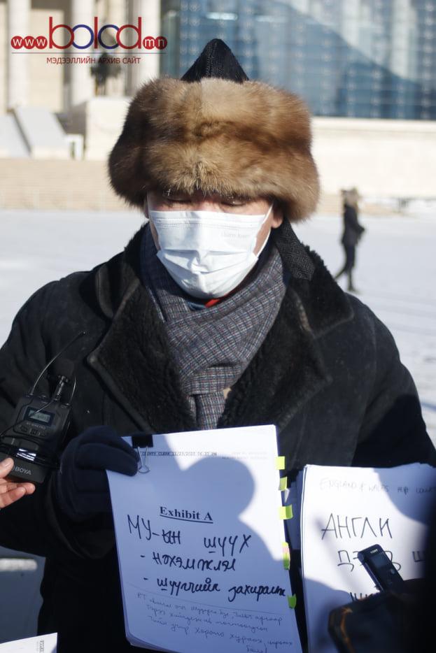 ФОТО: УИХ-ын гишүүн С.Ганбаатар өлсгөлөн зарлаж байна