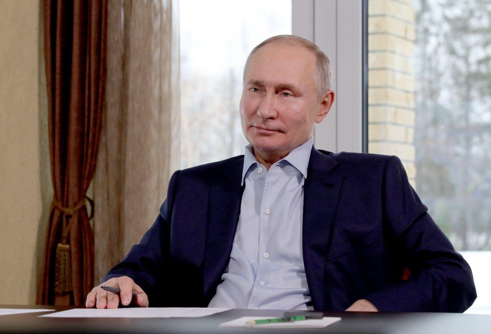 """Путин: """"Уйтгартай байна, охид оо...."""""""