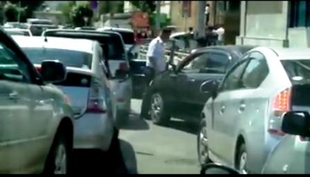 Цагдаагийн ажилтны машин зам дээр гаргасан авир