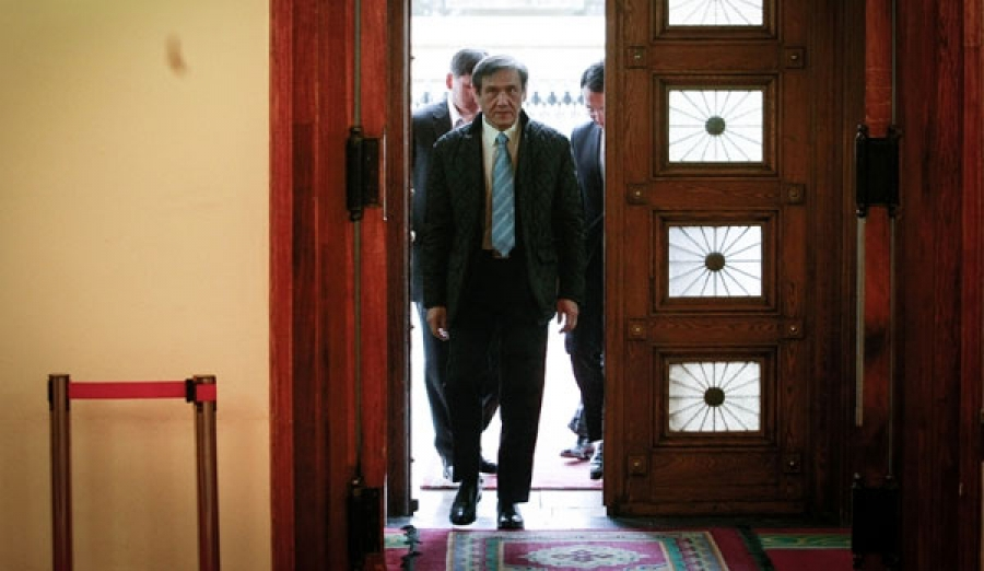 """Шадар сайдын суудалд санаархсан Н.Энхбаяр Засгийн газрын """"ганхуулах"""" төлөвлөгөөг атгажээ"""