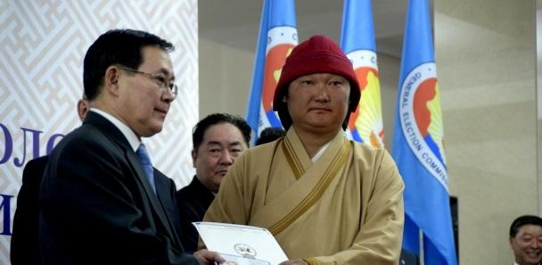 C.Жавхлан: Би бүгдийг нь Монгол дээл өмсгөж сургана