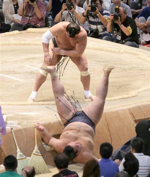 Харумафүжи - Кисэносато нарын барилдаан /Фото/