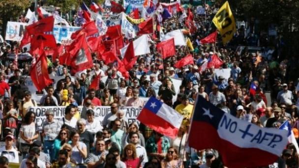 Чилийн ахмад настнууд хувийн тэтгэврийн тогтолцоог эсэргүүцлээ