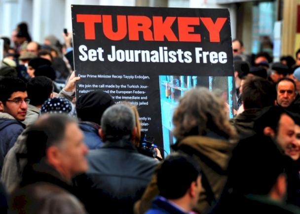 Amnesty International: Хоригдож буй нийт сэтгүүлчдийн гуравны нэг нь Туркийн шоронгуудад байна