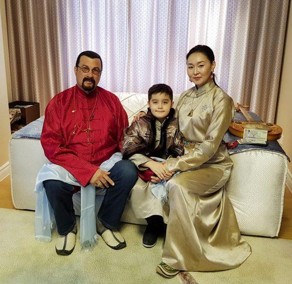 Стивен Сигал Монголд шинэлжээ
