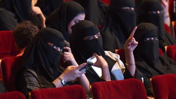 Саудын Арабчууд 35 жилийн дараа кино театрт кино үзэж эхэлжээ