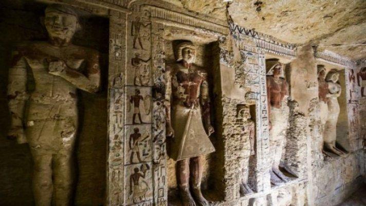 Египетээс 4400 жилийн тэртээх булш олжээ