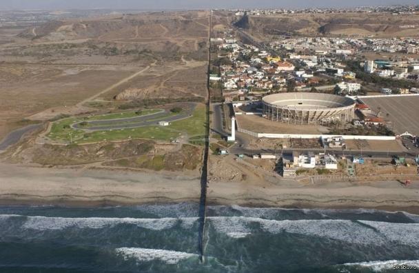 Мексиктэй залгаа хилийн дагуу хана барихад зориулсан 1.5 тэрбум ам.долларыг шилжүүлнэ