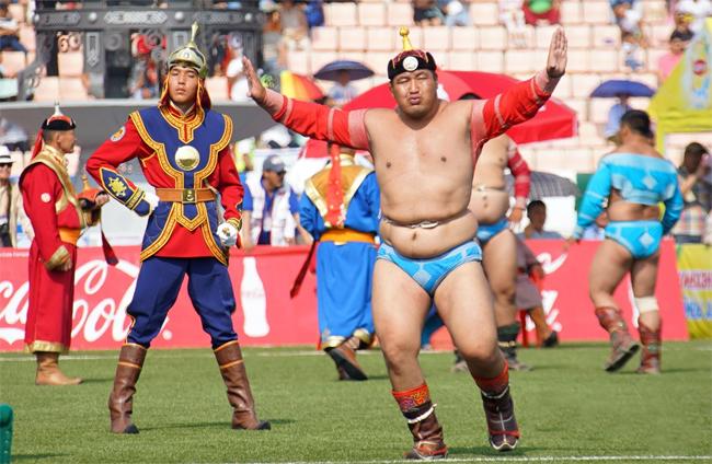 МУ-ын аварга Ч.Санжаадамба: Мянган хүчтэний манлай болж Монгол бөхийн дээд цолонд хүрсэндээ баяртай байна