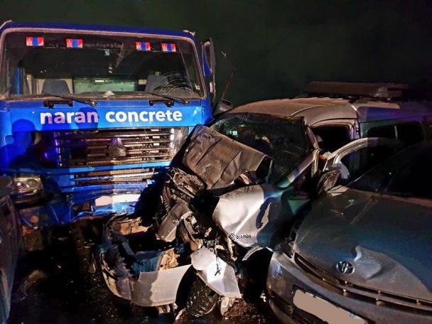 Зуурмагийн миксер 13 автомашин мөргөж, 5 хүн гэмтсэн ноцтой осол ГАРЛАА