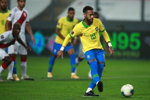 Неймар хет-трик хийж, Бразил хожлоо