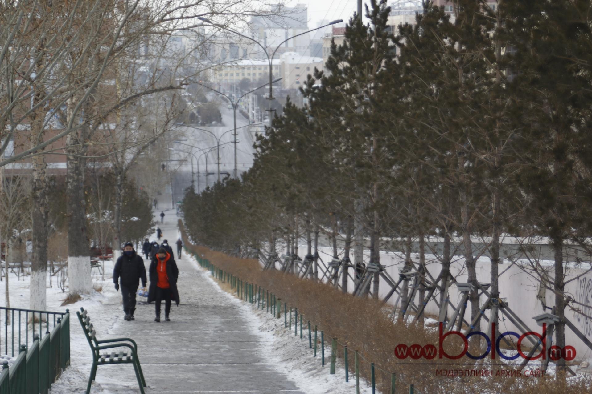 ФОТО: Нийслэл хотын иргэд хатуу хөл хорион дунд ЦАГААН САРЫН БАЯР-аа тэмдэглэж байна